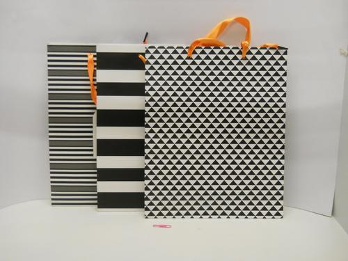 Gift Bag Black 'n White (M) 26x32x10