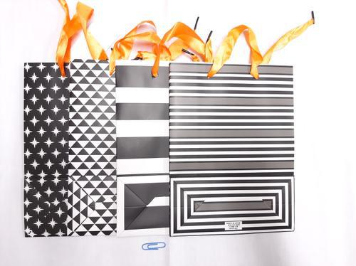 Gift Bag Black 'n White (S) 17,5x23x8